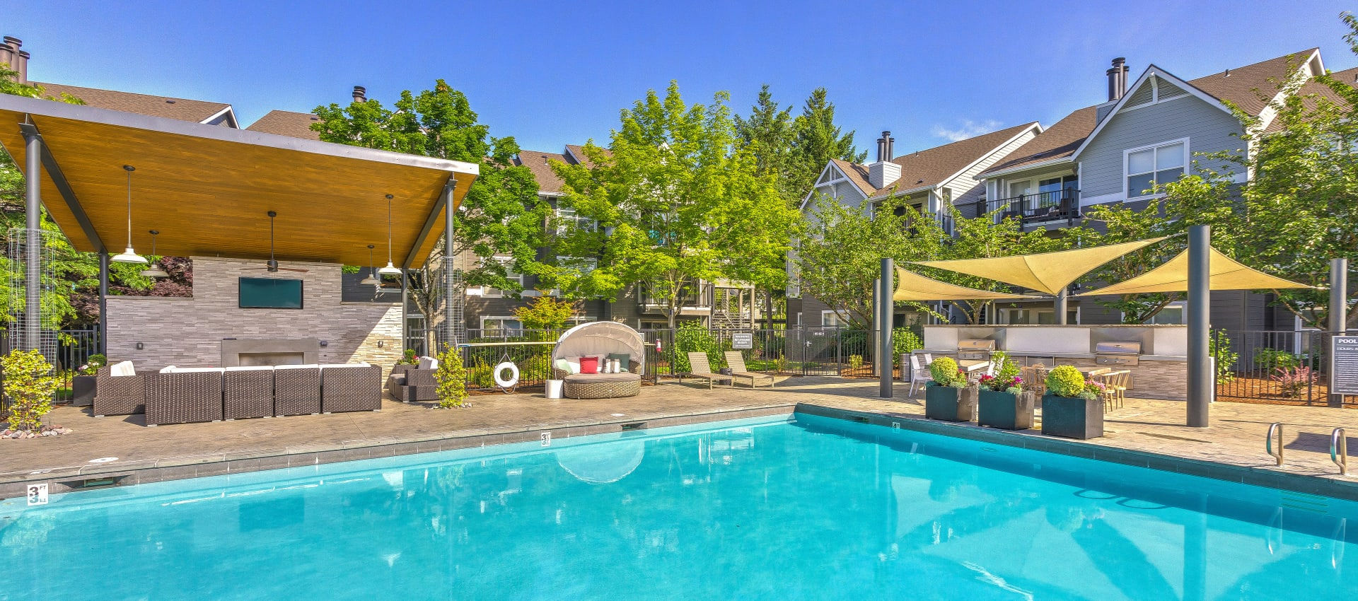 Pool and lounge area at Centro Apartment Homes in Hillsboro, Oregon