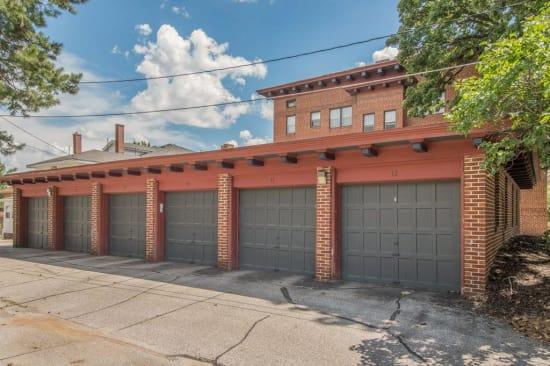 Alta Casa offers garages in Des Moines, Iowa