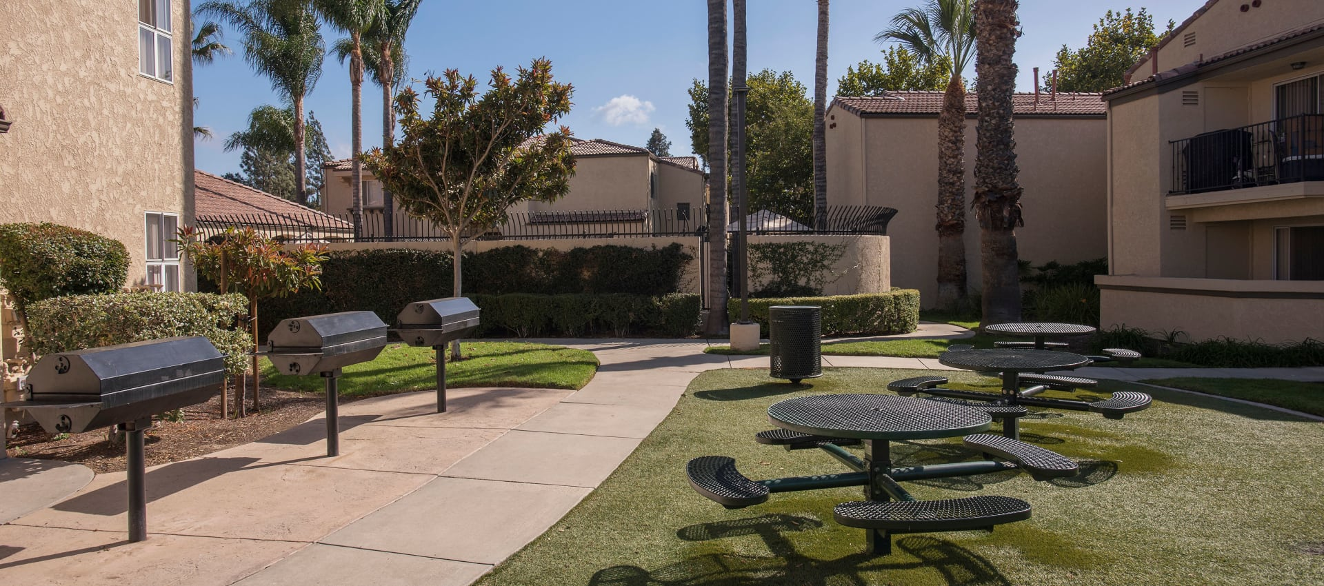 Picnic Area at Shadow Ridge Apartment Homes in Simi Valley