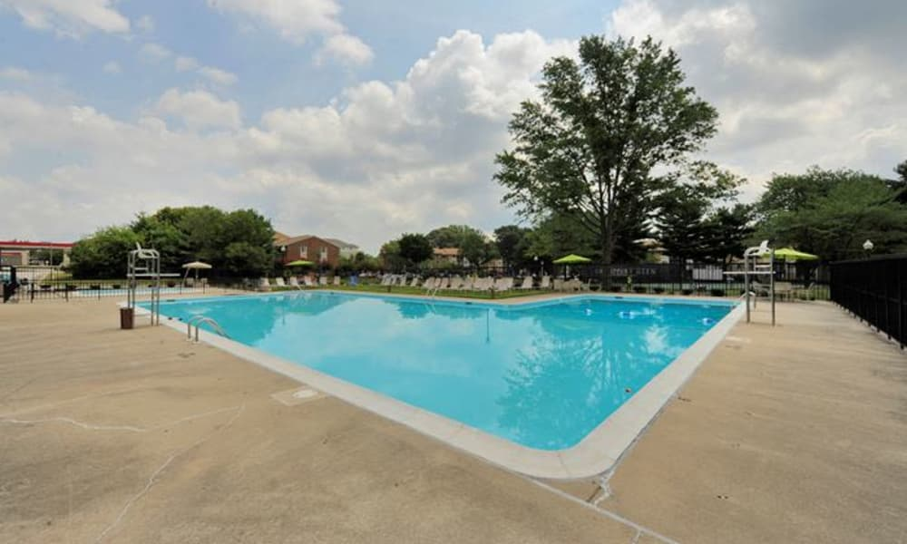 Swimming pool at Chesapeake Glen Apartment Homes