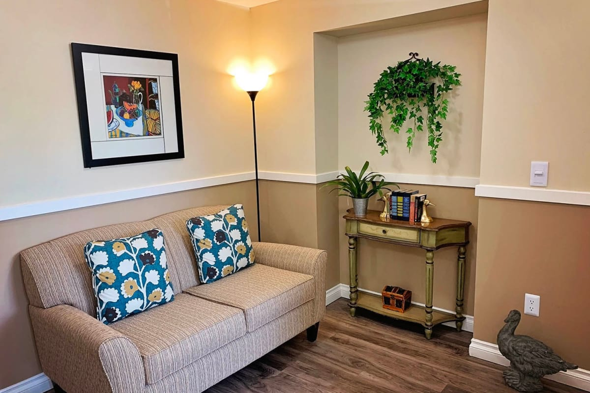 An inviting lounge for residents at Farmington Square Salem in Salem, Oregon