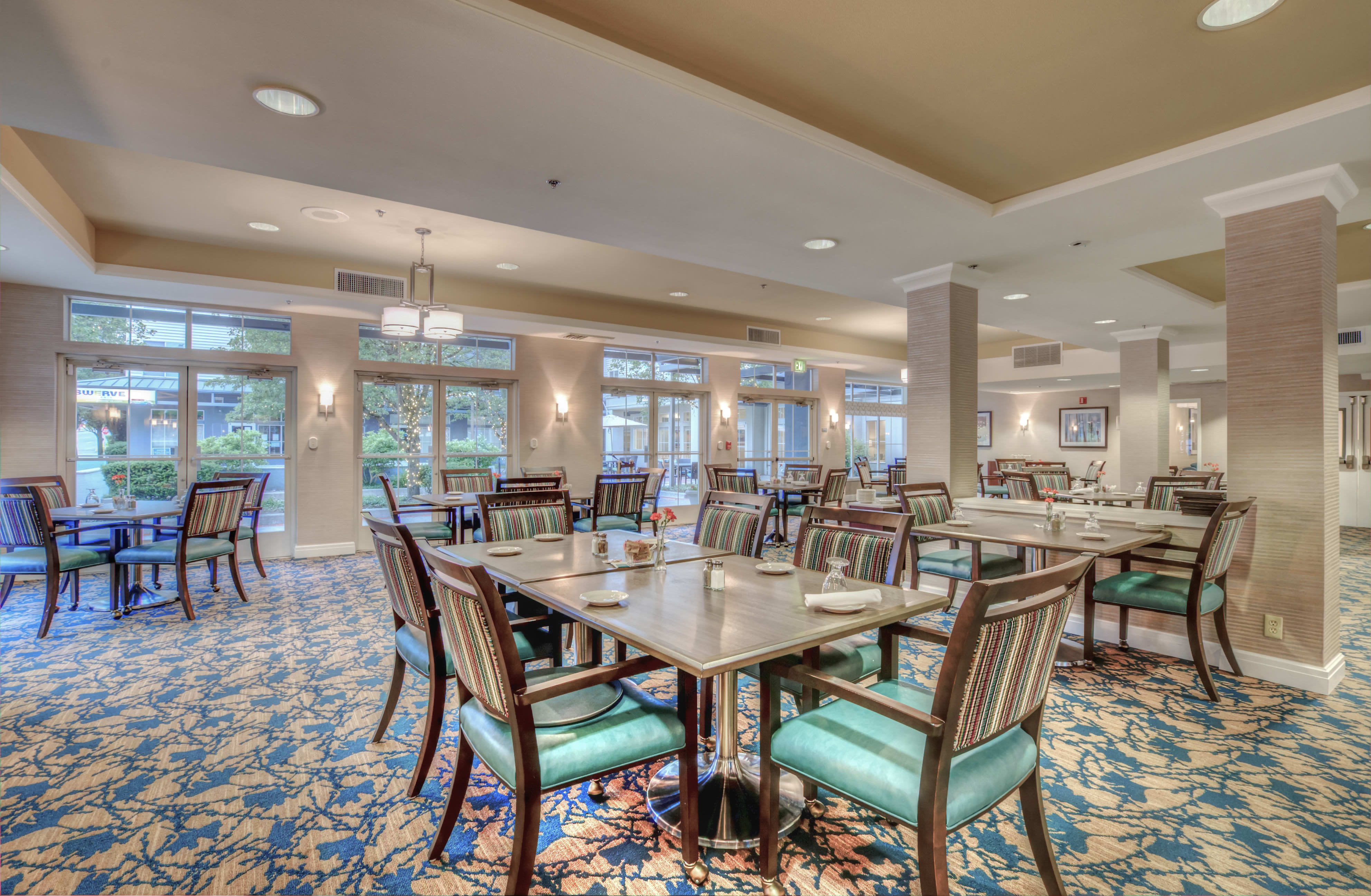 Dining at the senior living community in Seattle