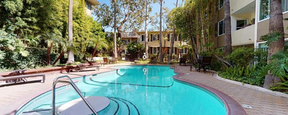 View a virtual tour of our resort-style heated swimming pool at Sunset Barrington Gardens in Los Angeles, California