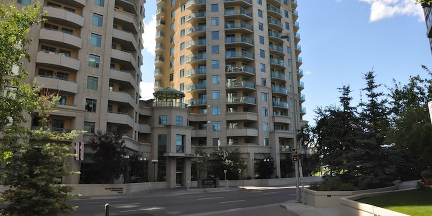 Enjoy the beautiful front view of Discovery Pointe apartments
