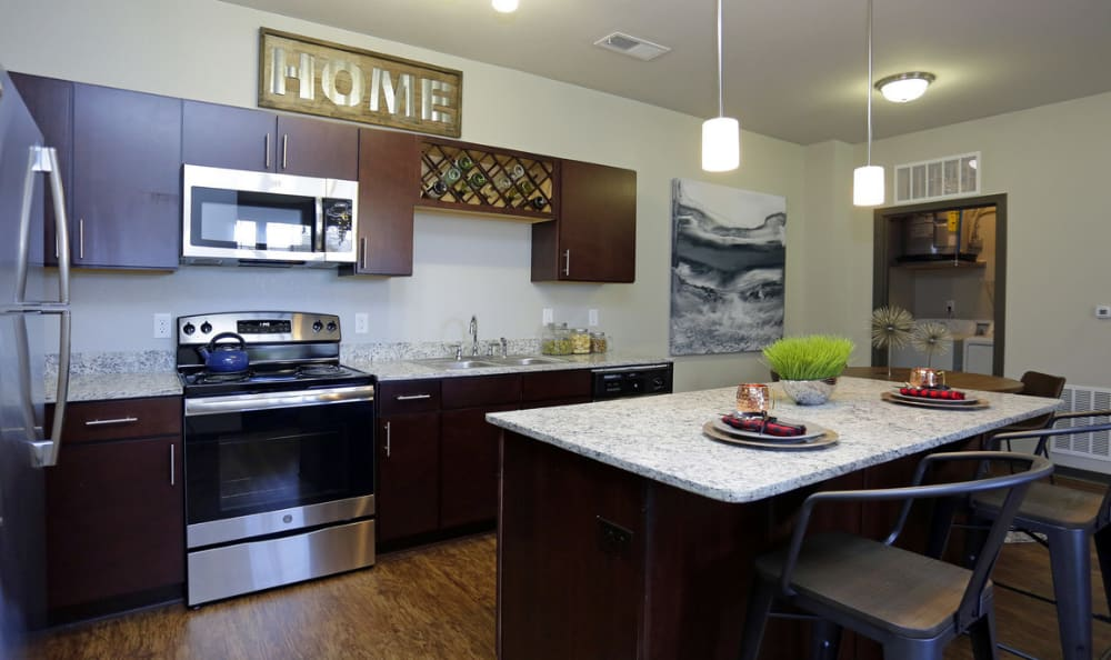 Springs at Eagle Bend offers high-end kitchen with granite & stainless steel in Aurora, Colorado