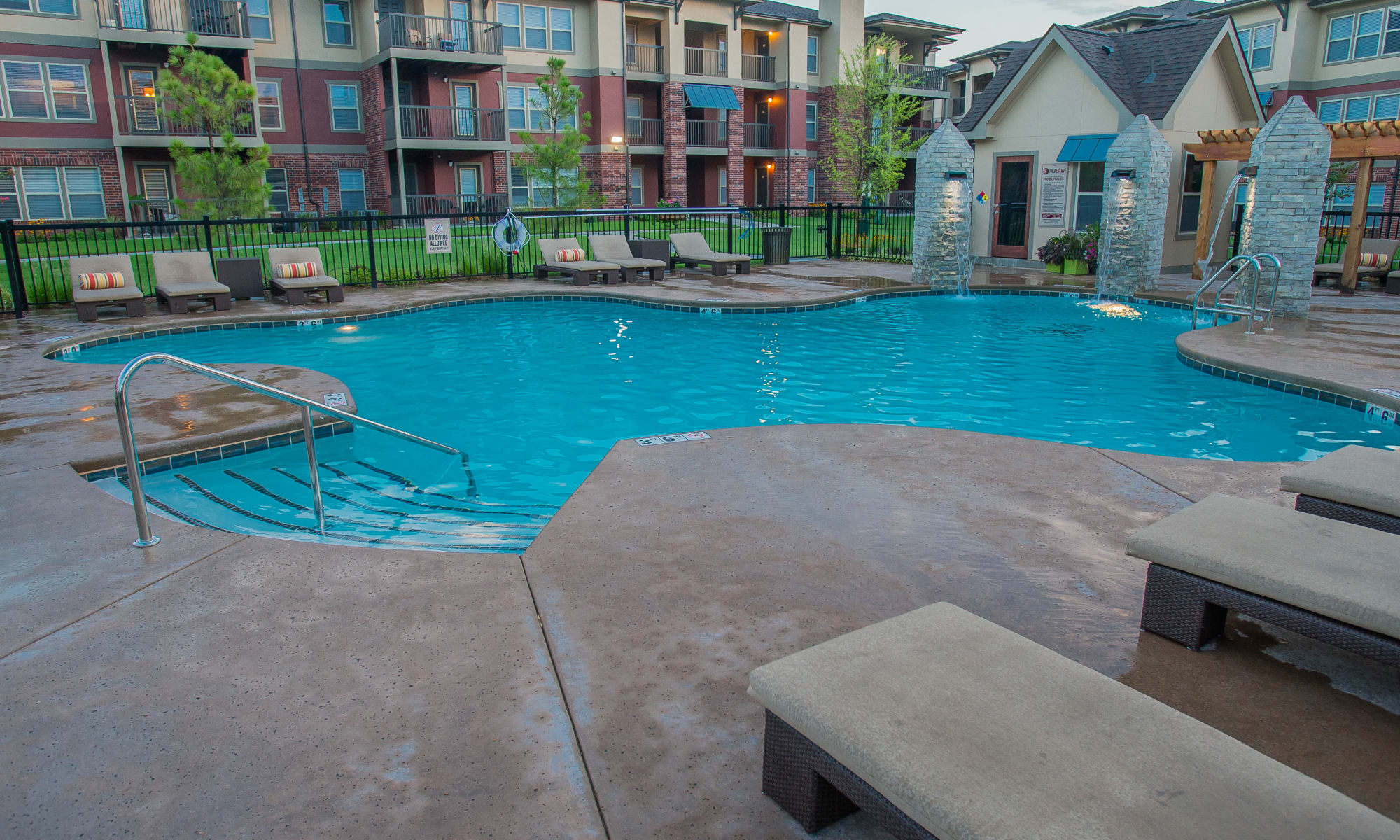 Apartments at The Reserve at Elm in Jenks, Oklahoma