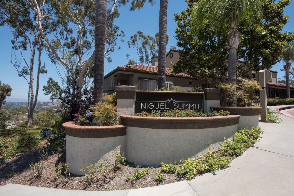 Beautiful modern exterior of Niguel Summit Condominium Rentals in Laguna Niguel, California