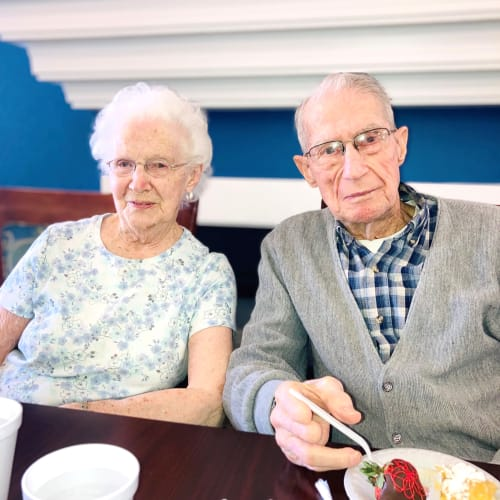 Residents at Madison House senior living facility enjoying cake in Norfolk, Nebraska