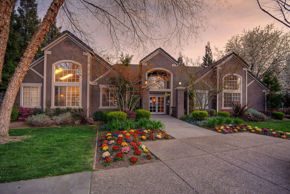 Exterior of Larkspur Woods surrounded by lush landscaping in Sacramento, California