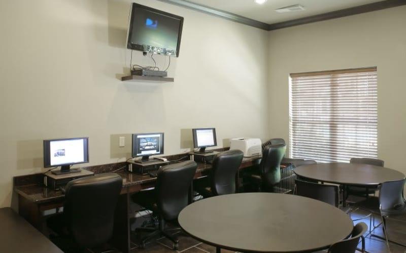 Palmetto Greens Apartment Homes offers a media center in Covington, Louisiana