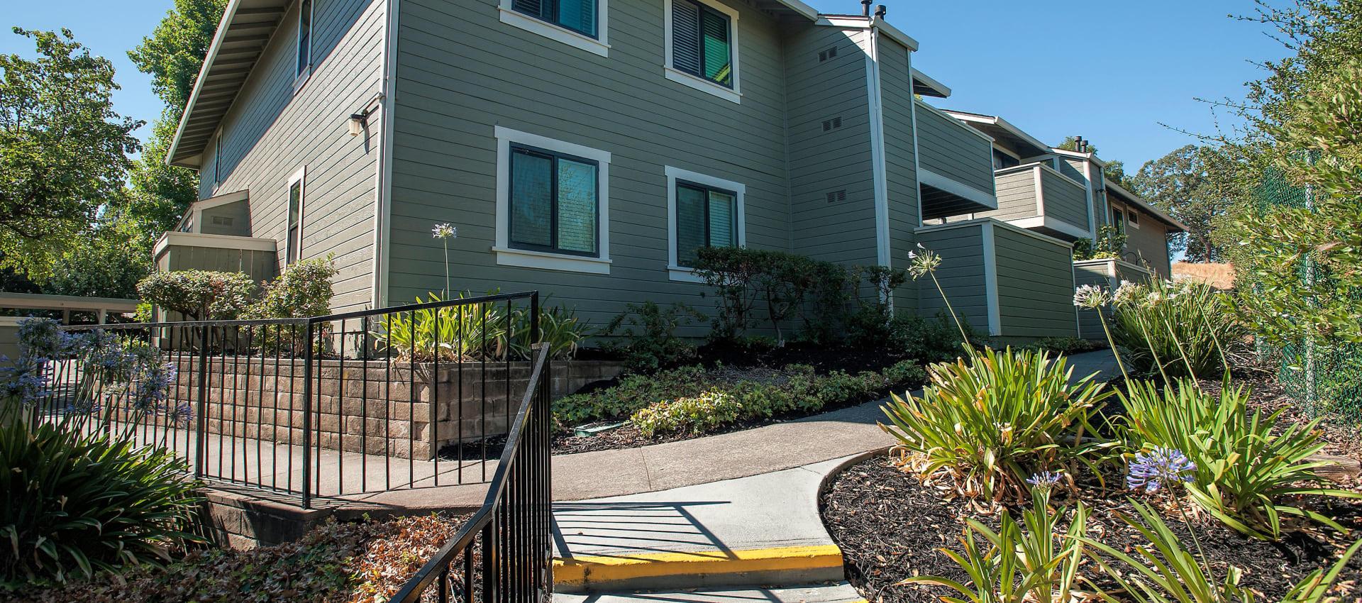 Exterior of Ridgecrest Apartment Homes in Martinez, California