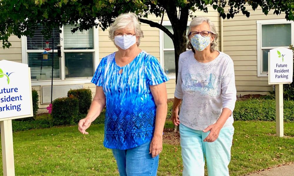 Residents going for a walk at Evergreen Senior Living in Eugene, Oregon