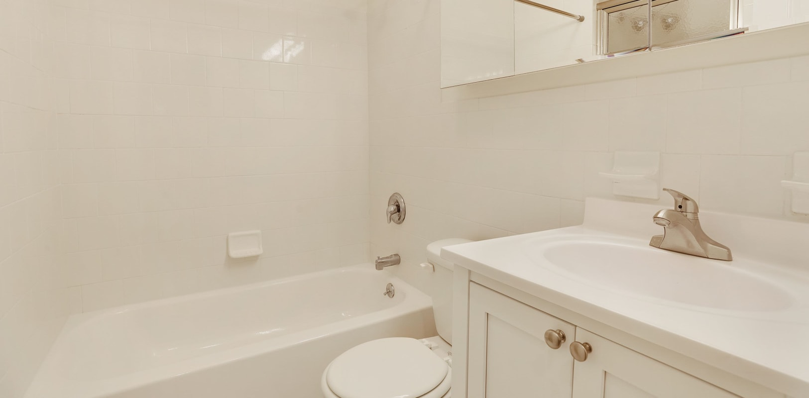 Clean bathroom at Hamilton Court in Morristown, New Jersey