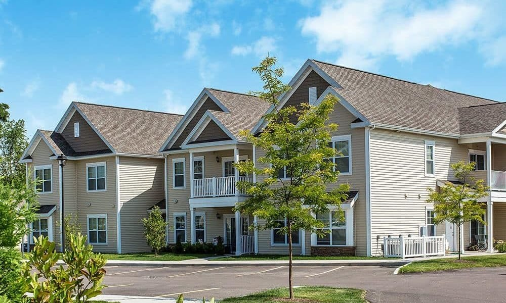 Welcome to Canal Crossing located in Camillus, NY