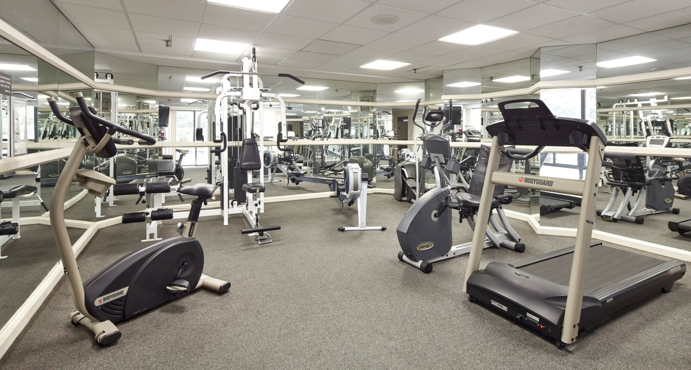 The Waterford Tower offers a well-equipped fitness center in Mississauga, Ontario