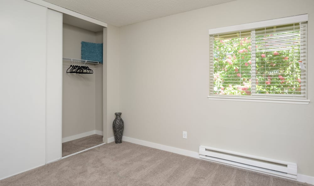 Bedroom with closet at Arbor Chase Apartment Homes in Kent, WA