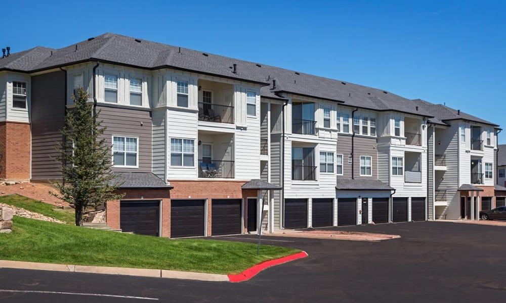 Exterior shot of apartments at Retreat at Cheyenne Mountain Apartments in Colorado Springs, Colorado