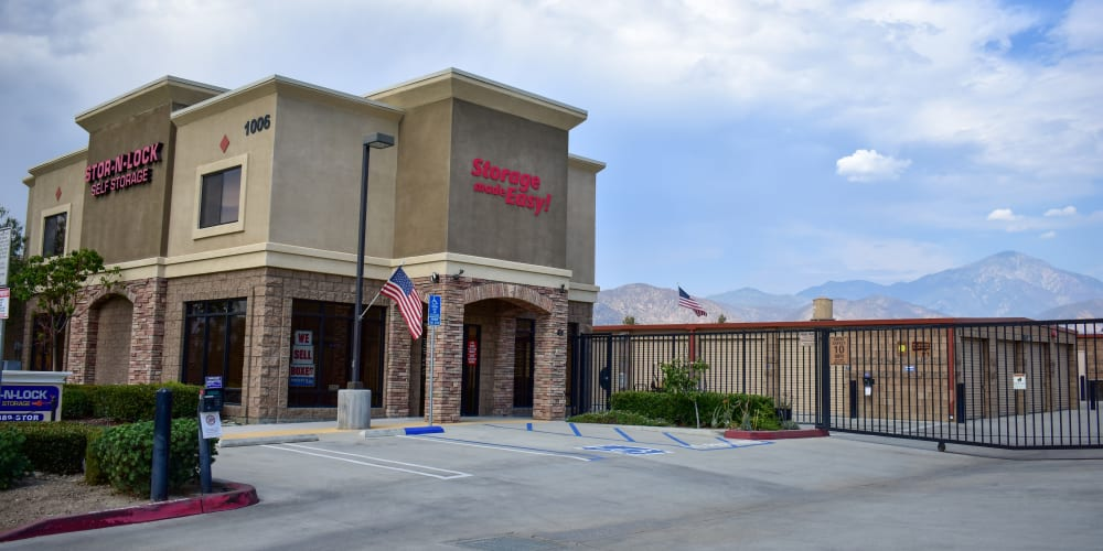 The front entrance to STOR-N-LOCK Self Storage in Redlands, California