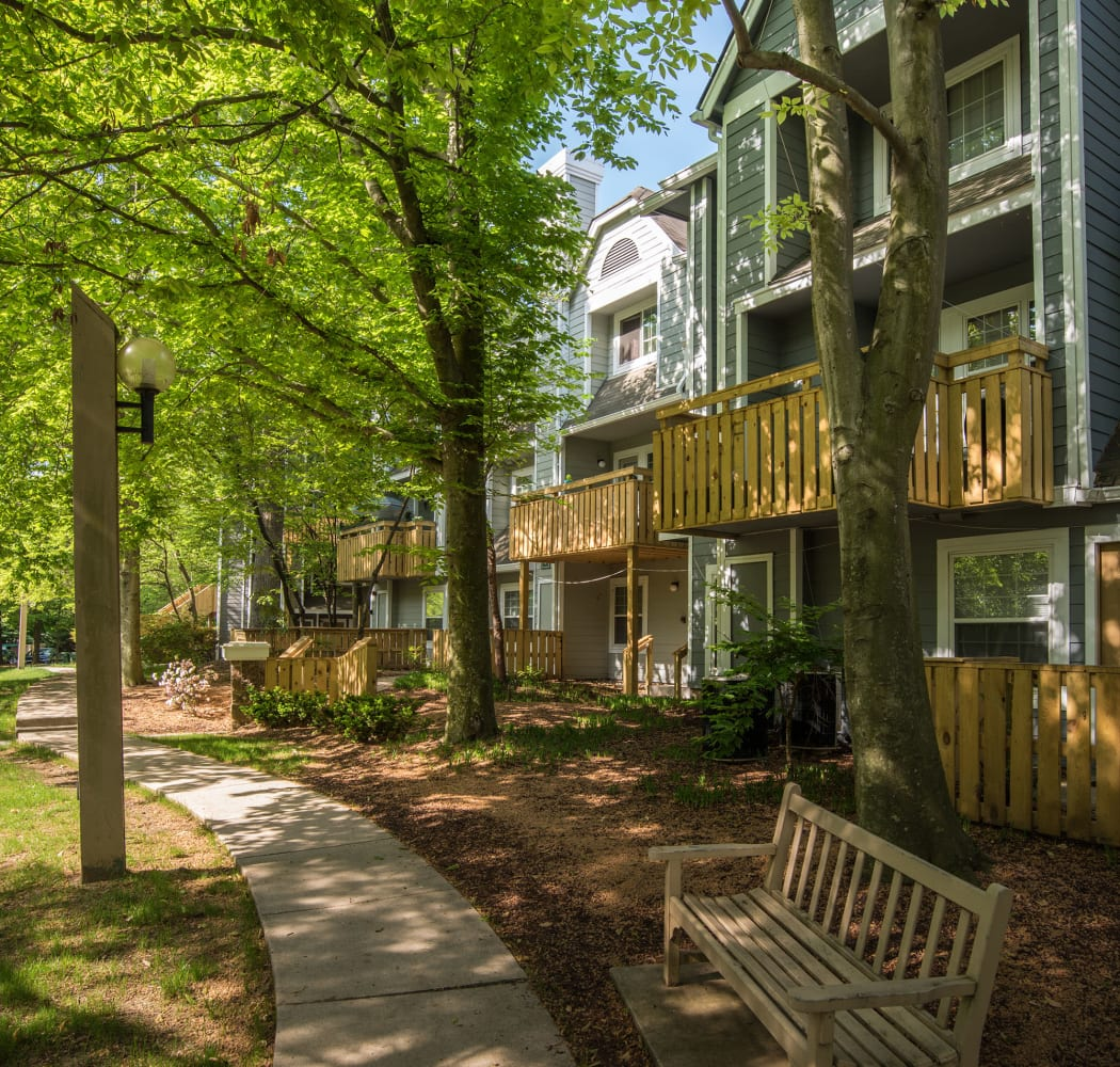 Our Timberlawn Crescent apartment homes are close to transportation in North Bethesda, Maryland.