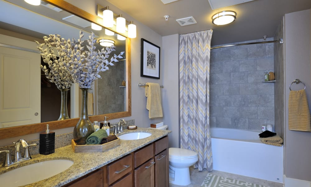 Grand Reserve Katy offers a luxury bathroom in Katy, Texas