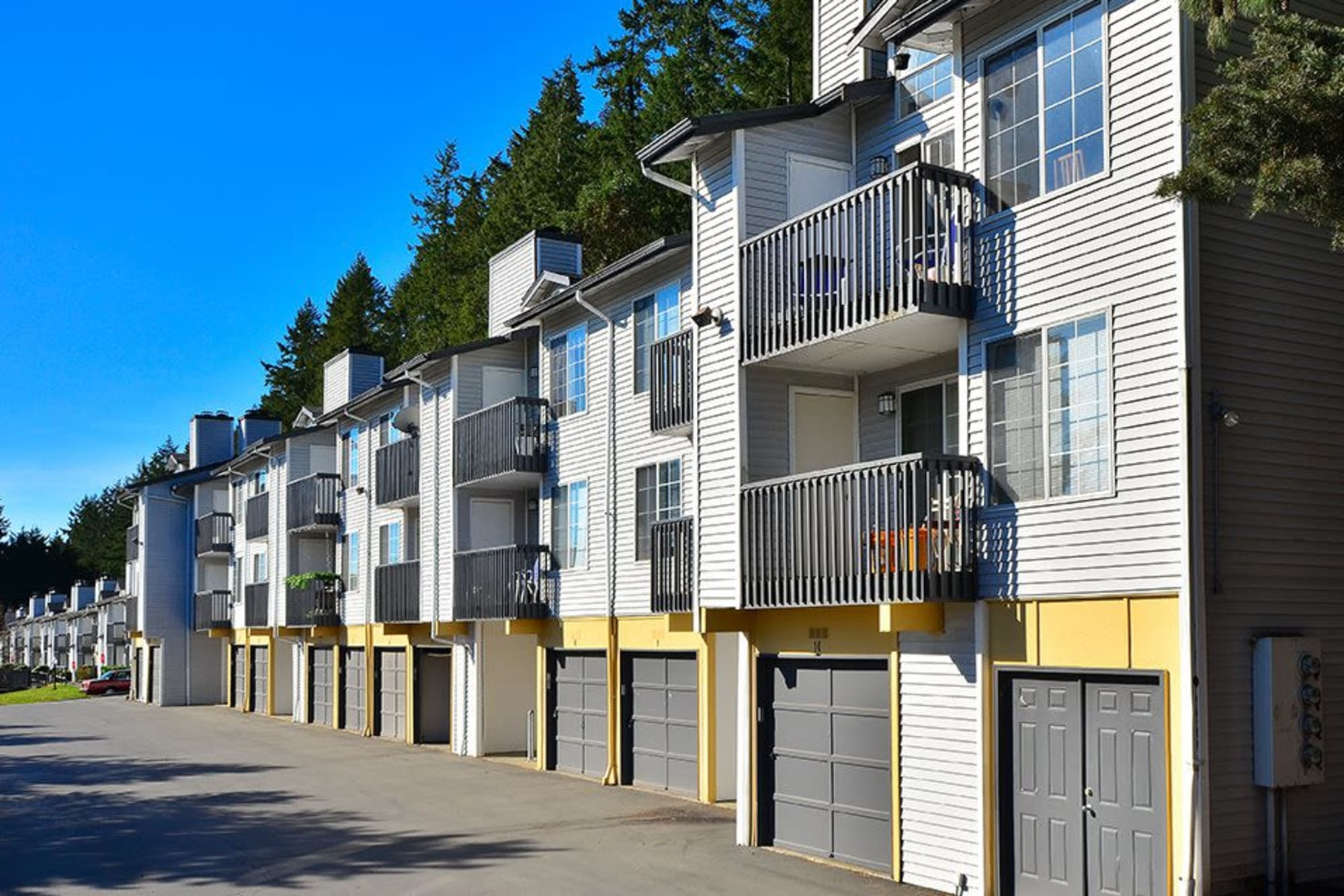 Building exterior and garages at Wellington Apartment Homes in Silverdale, Washington