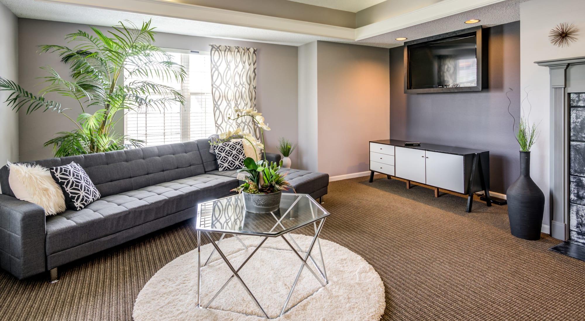 Reviews of Coach House Apartments in Kansas City, Missouri