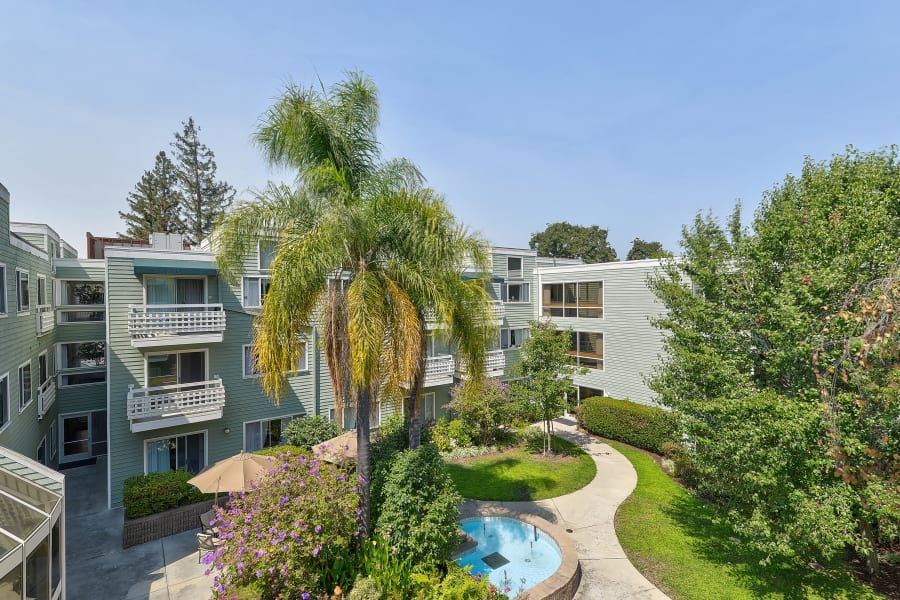 Outdoor courtyard at Palo Alto Commons in Palo Alto, California