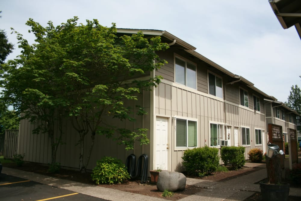 Exterior view of our apartments at Kings Court in Springfield, Oregon
