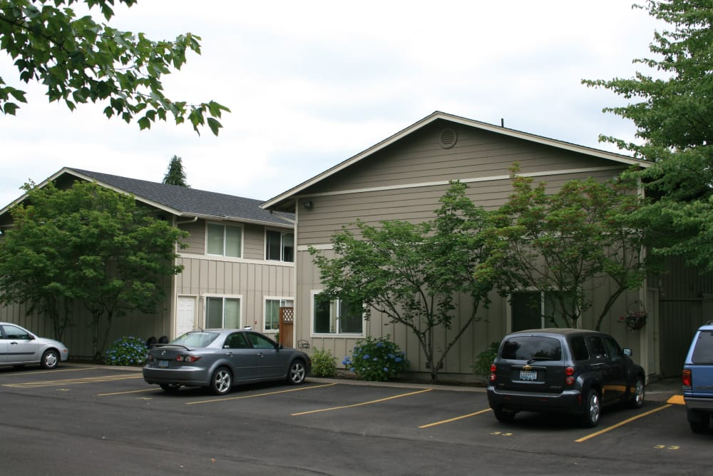 Spacious parking area at Kings Court in Springfield, Oregon
