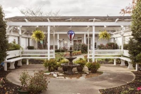 Courtyard at The Stilley House Senior Living in Benton, Kentucky