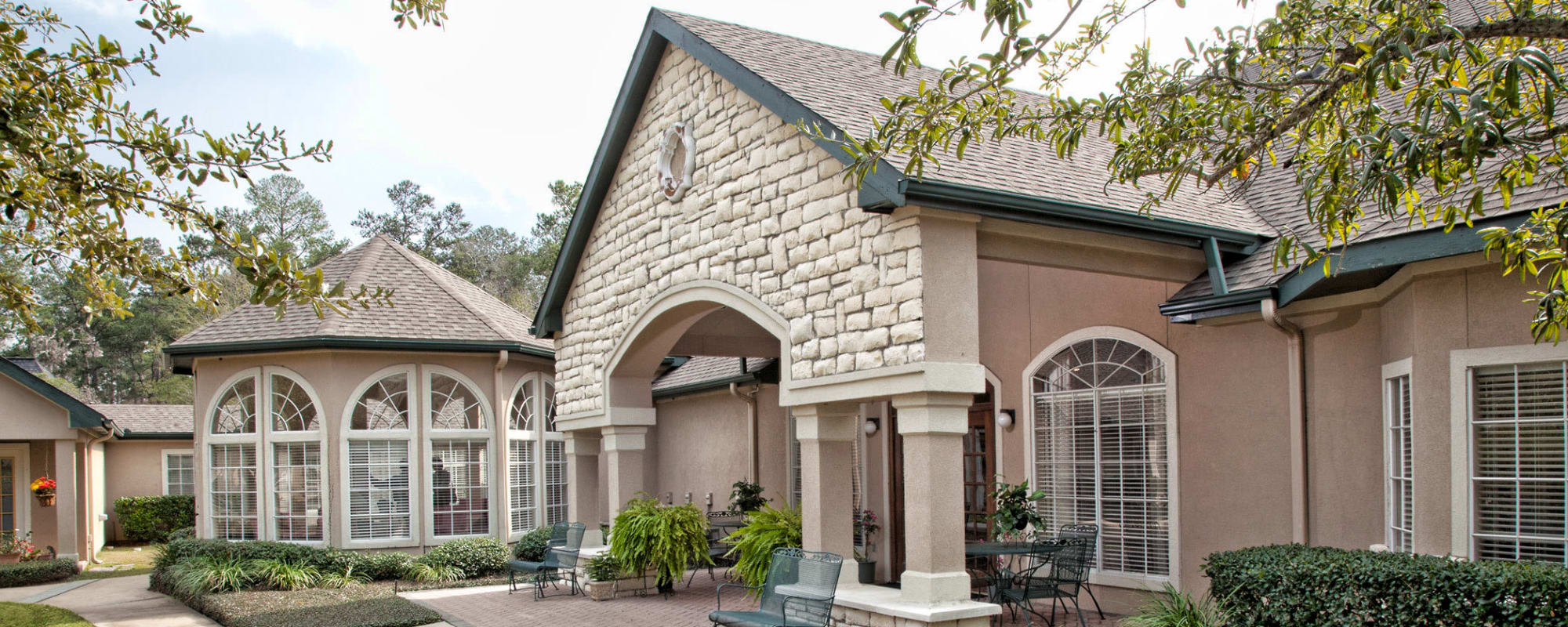 Services & Amenities at Carriage Inn Conroe in Conroe, Texas