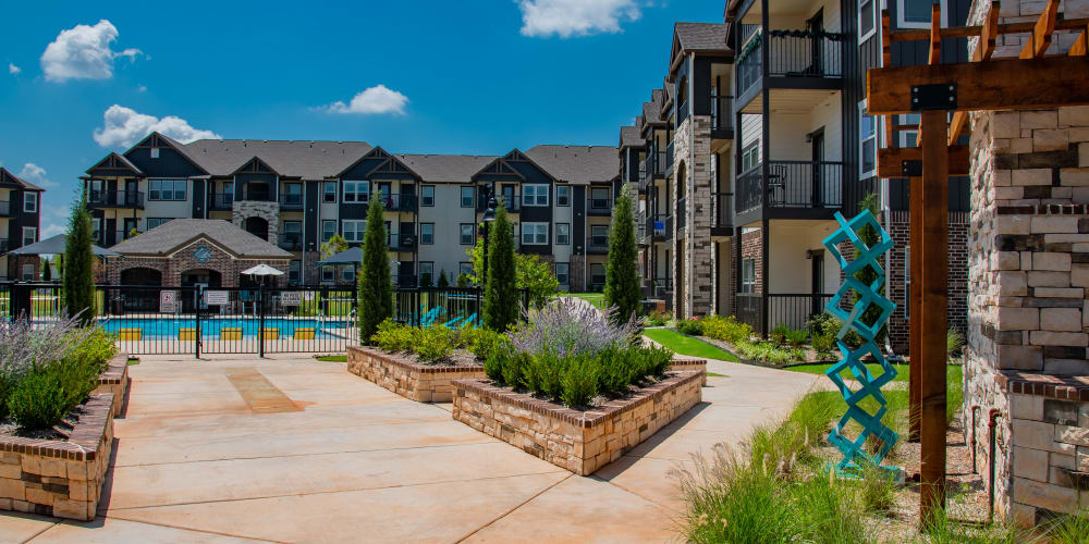 Specials at Bend at New Road Apartments in Waco, Texas