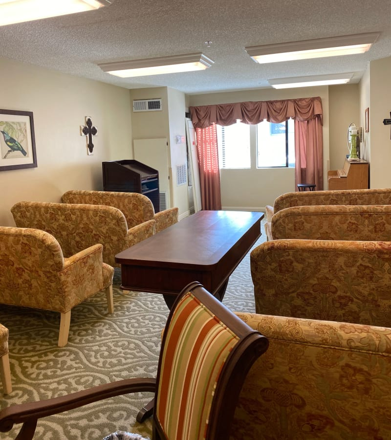 Dining room with natural light at Pacifica Senior Living Menifee in Sun City, California.