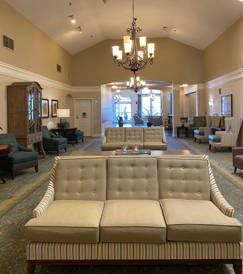Resident lounge area at Pacifica Senior Living Fresno in Fresno, California.