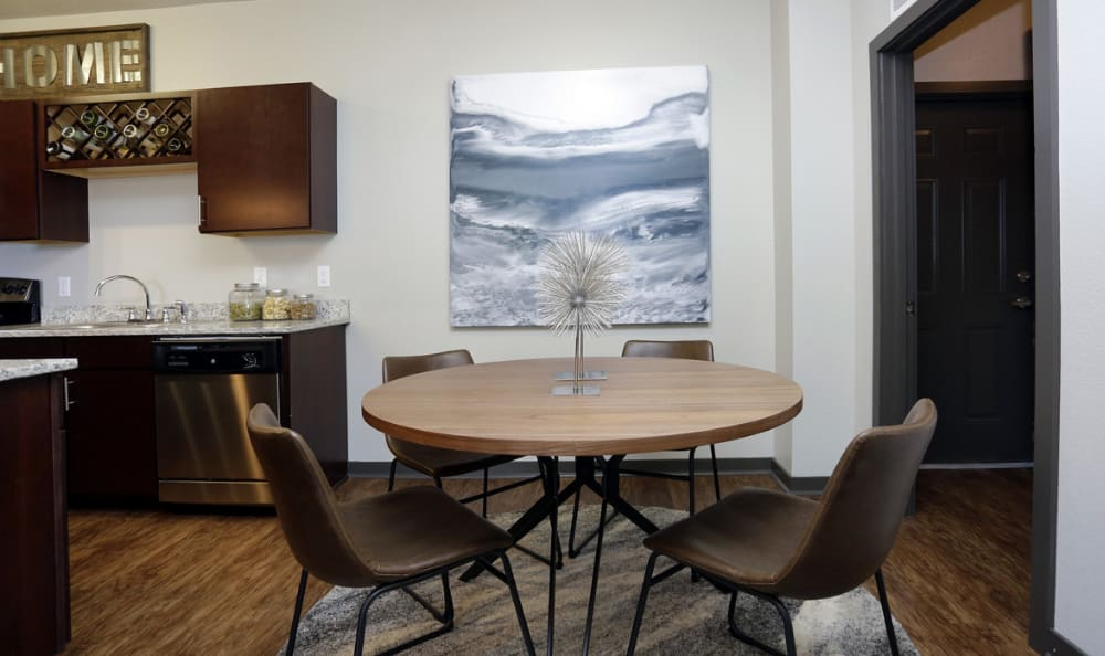 Apartments with Dining Rooms in Aurora, Colorado