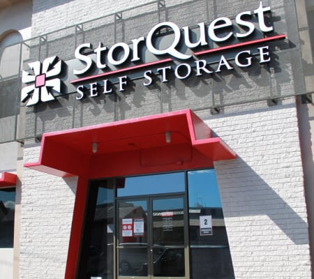 Exterior of main building at StorQuest Self Storage in Honolulu, Hawaii
