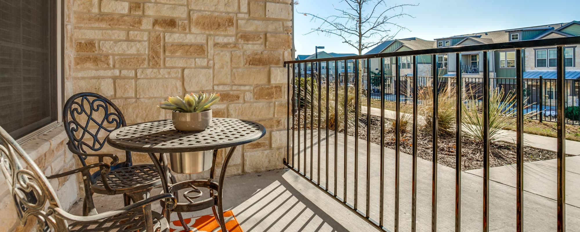 Overlook at Stone Oak Park offers luxury apartments with a private balcony in San Antonio, Texas