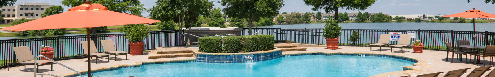Guest suites at Crescent Cove at Lakepointe in Lewisville, Texas