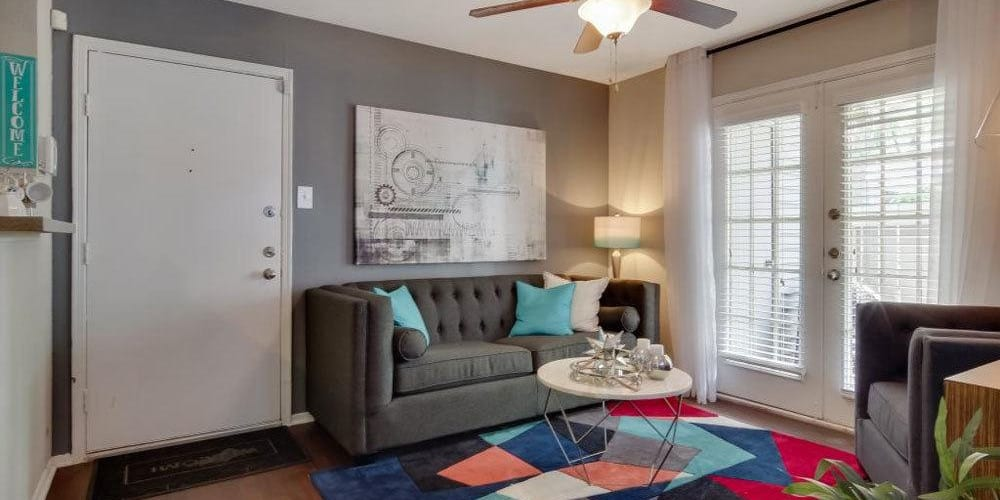 Living room with a cute area rug and ceiling fan at Vantage Point in Houston, Texas