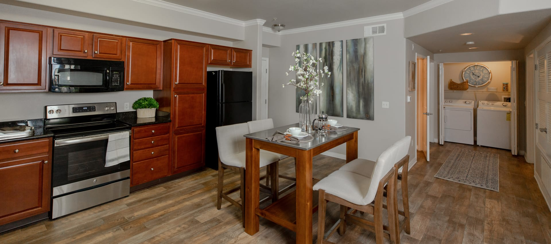 Beautiful kitchen and dining room at Wolf Ranch Condominium Rentals in Sacramento