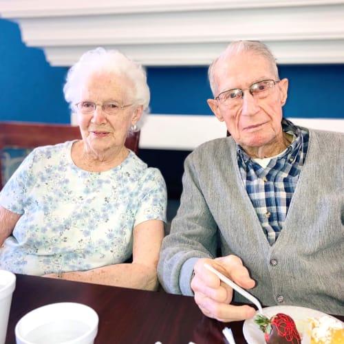 Resident couple enjoying cake at Madison House in Norfolk, Nebraska