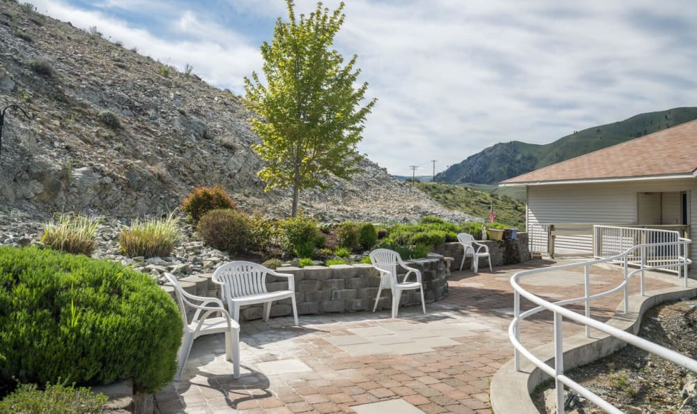 A patio at Heritage Heights in Chelan, Washington