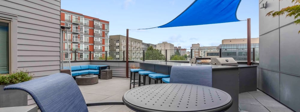 The rooftop lounge at Elan 41 Apartments in Seattle, Washington