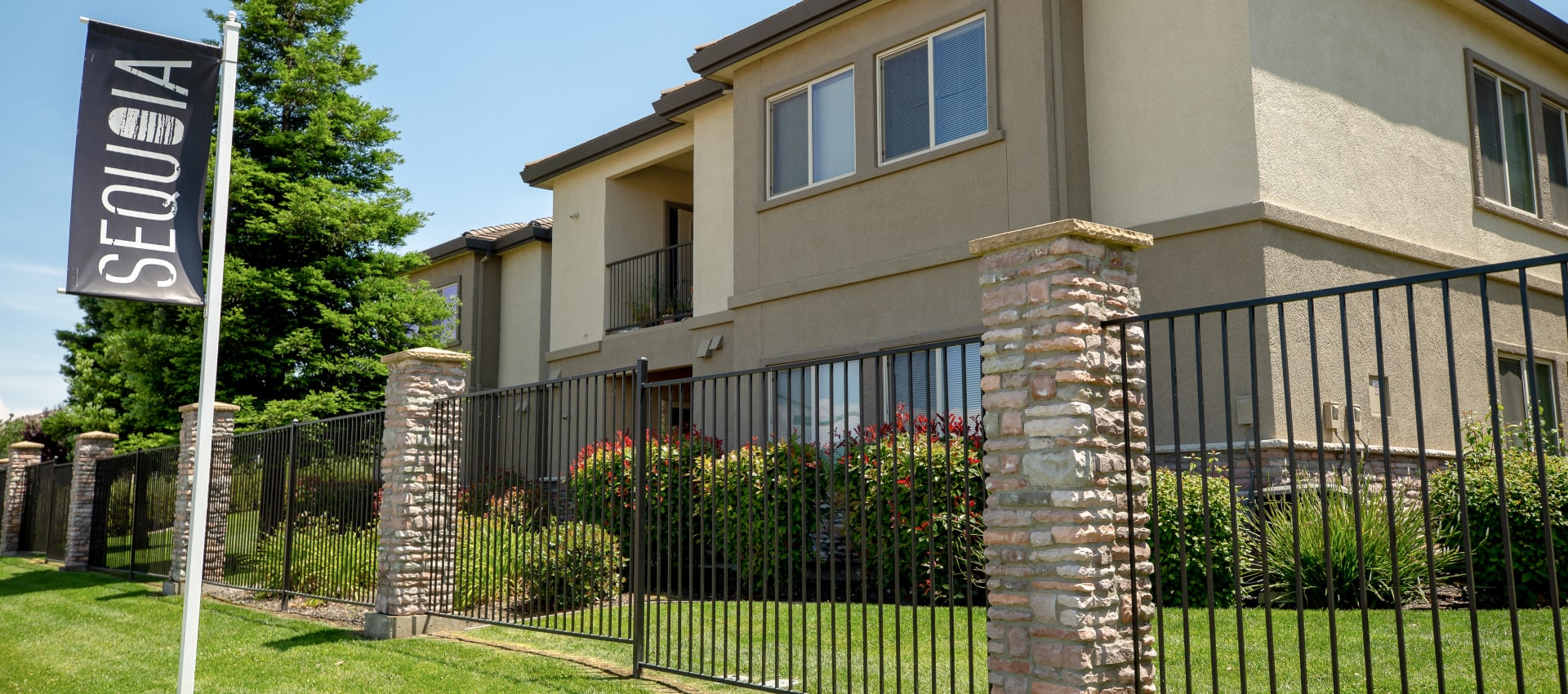 Apartments exterior at Wolf Ranch Condominium Rentals in Sacramento