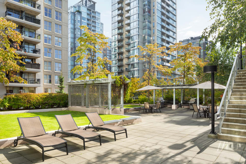 Outdoor lounge area at Metropolitan Towers in Vancouver, British Columbia