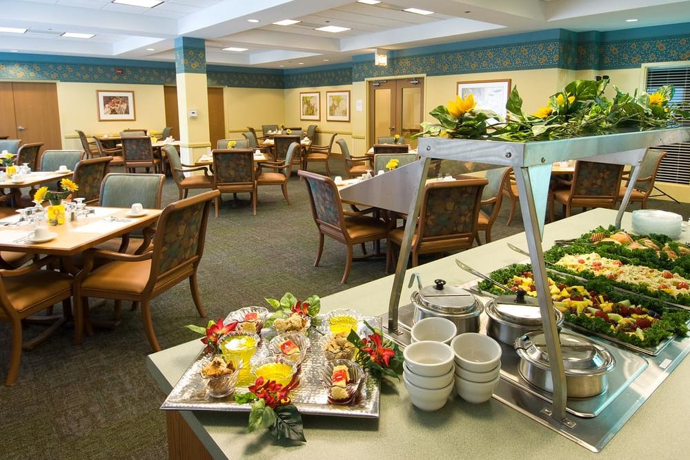 Dining lounge with a variety of plates at Victory Centre of Galewood in Chicago, IL