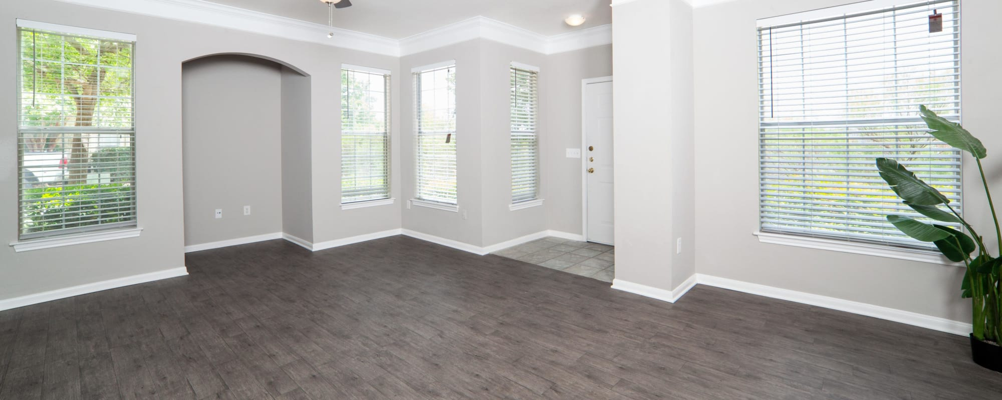 Spacious living room at The View at Encino Commons in San Antonio, Texas
