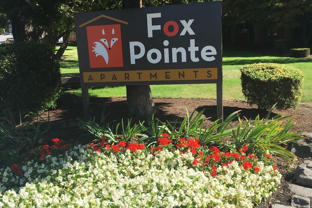 Beautiful entryway at Fox Pointe Apartments in Milwaukie, OR