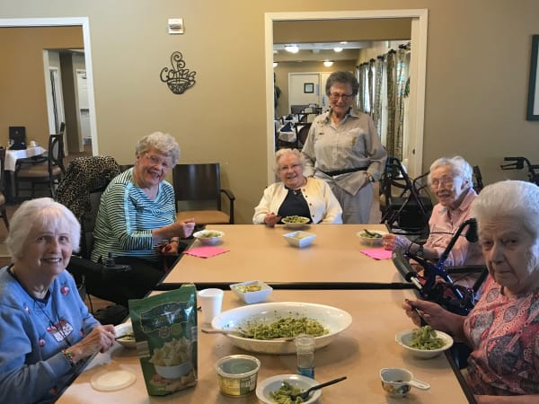 Resident friends enjoying a meal at The Lakes at Banning in Banning, California.