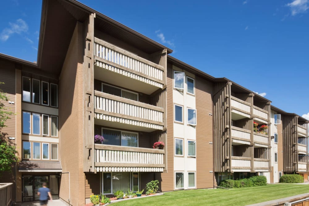 Lakeview Mews in Calgary, Alberta offers apartments with a private patio